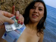 Vidéo porno mobile : Nasty Larry tries naturism with a pretty young lady